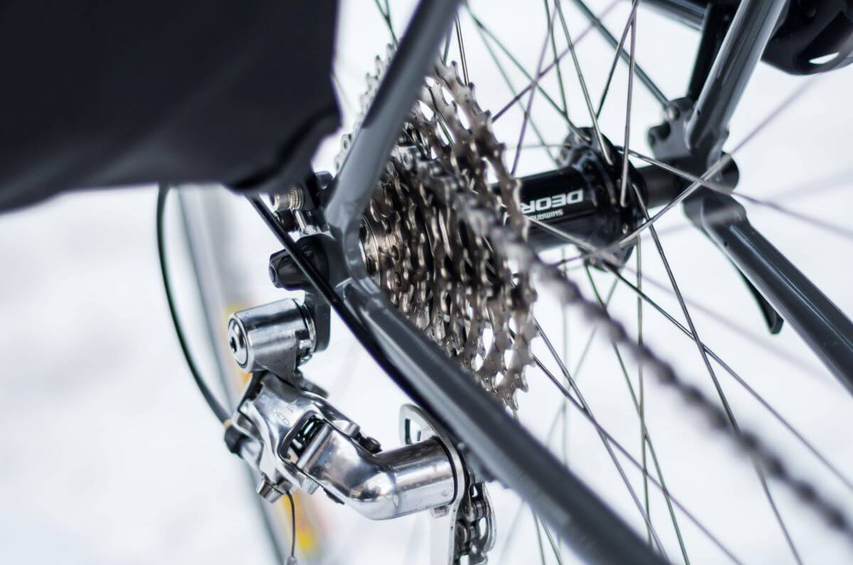 how to tighten a bike chain with gears