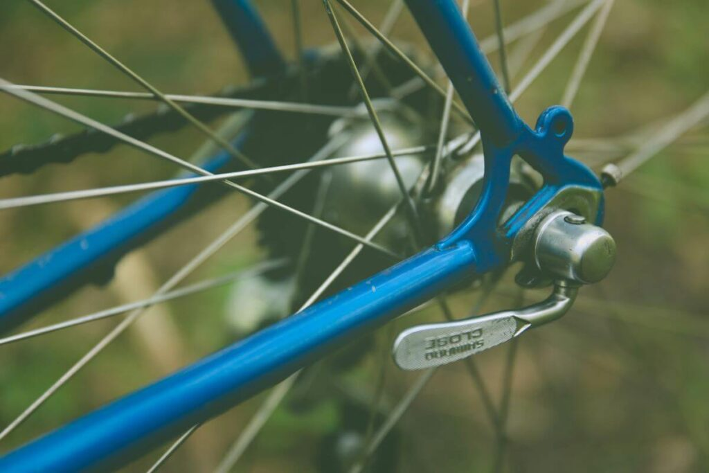 Steps to follow when trueing bicycle wheels