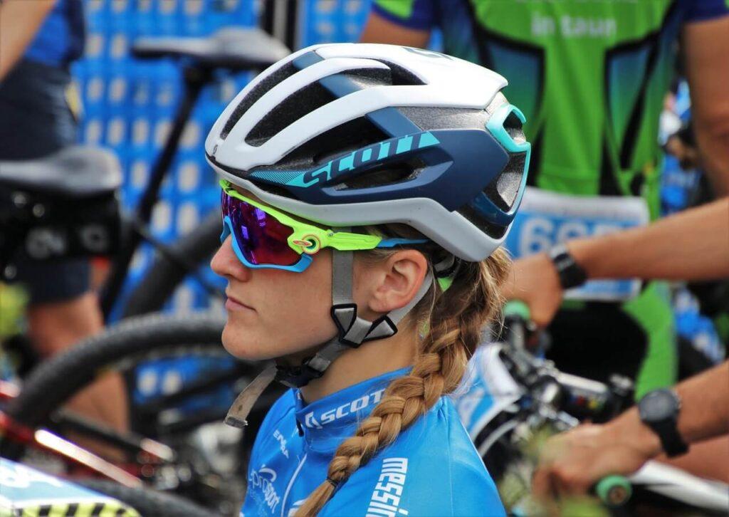 best helmets for ponytails